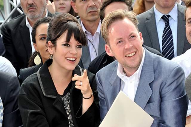 Лили Аллен и Сэм Купер. Слухи о расставании британской певицы и бизнесмена появились еще в 2015 году, но лишь в июне 2018-го все подтвердилось. Несмотря на развод, они сумели сохранить дружеские отношения и оформили совместную опеку над дочерьми.