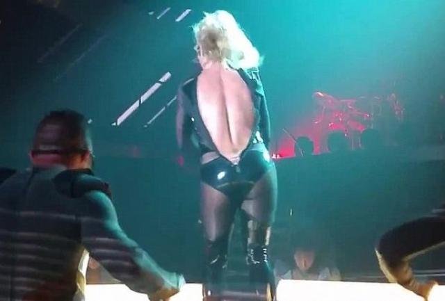 Бритни Спирс. С поп-принцессой происходила масса неприятностей, связанных с гардеробом.