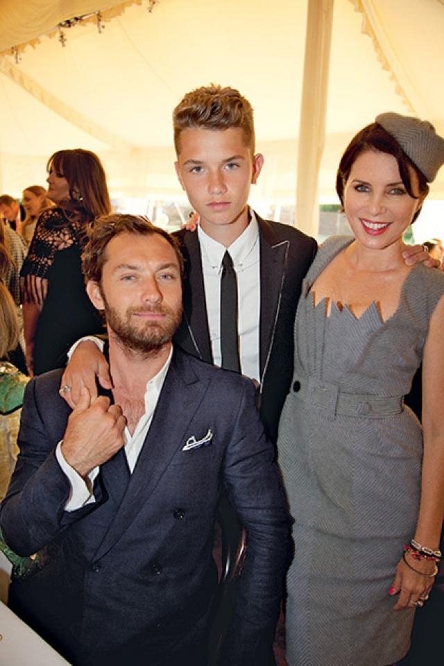 Джуд Лоу и Рафферти Лоу. 19-летний юноша - сын актера и его бывшей жены Сэди Фрост, тоже актрисы.