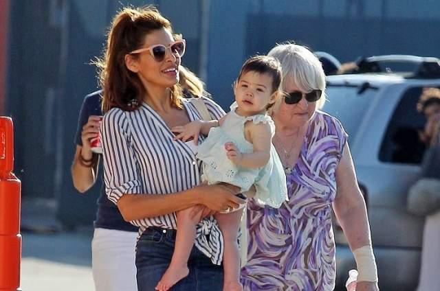 Старшей дочери, Эсмеральде Амаде, скоро исполнится 4 года (родилась в 2014 году).