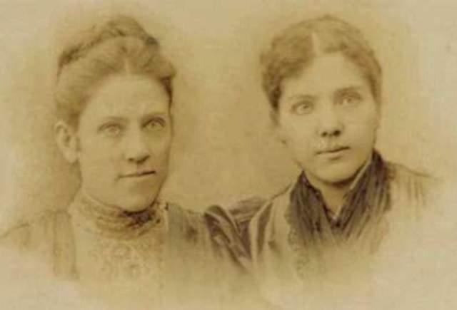 А написала ее учительница воскресной школы в Кентукки вместе с сестрой Милдред.