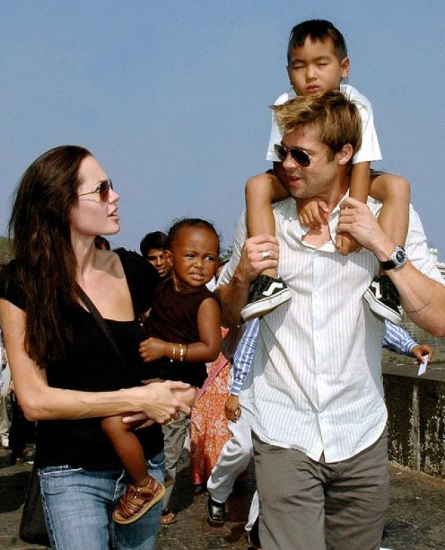 Уже через пару месяцев Питт дал свою фамилию двум приемным детям Джоли: Мэддоксу (его актриса усыновила 7-месячным, еще будучи замужем за Билли Бобом Торнтоном) и Захаре (сироту из Эфиопии Анджелина и Брэд забрали вместе в 2005-м).