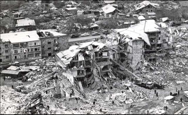 Позже стало известно, что сила подземных толчков в эпицентре землетрясения, городе Спитаке, достигла 10 баллов из 12-ти возможных по шкале Рихтера. В соседнем Ленинакане были зафиксированы 9-балльные толчки.
