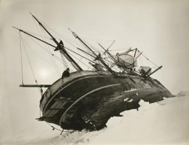 Но вскоре судно было затерто дрейфующими льдами, и команда вынуждена была его покинуть. Группа ходила во льдах 2 года, пока не удалось на спасательных шлюпках перебраться на остров Элефант.