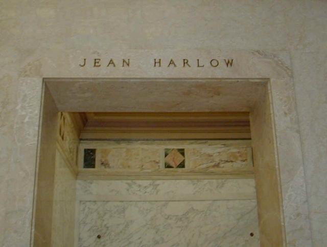 Спустя несколько дней стало известно, что у нее отказывают почки, ее срочно госпитализировали, но актриса впала в кому и умерла 7 июня 1937 года.
