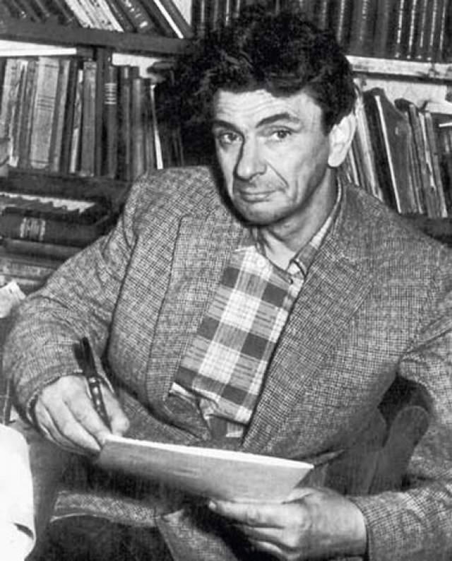 Третий арест - в 1930 году: срок отбывал в колымских лагерях. В 1943 году был досрочно, по инвалидности, освобожден , работал в театра, читал курс лекций по Шекспиру.