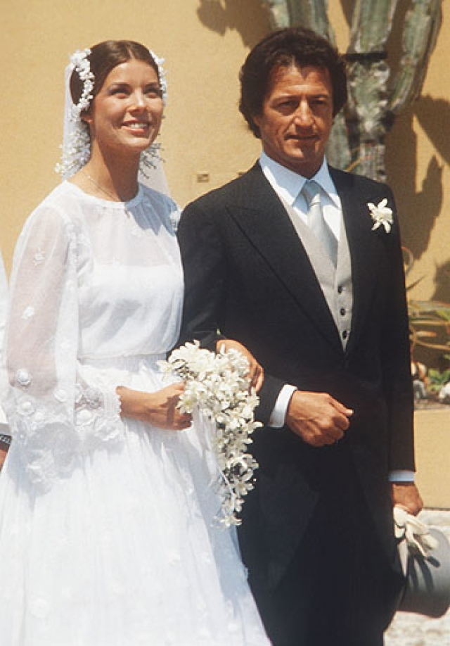 Ее избранником стал французский банкир и плейбой Филипп Жюно . Их брак был несчастливым и продлился всего два года, однако их свадьбу до сих пор считают одной из самых громких монарших церемоний прошлого столетия.