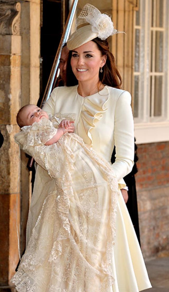 А уже через три месяца все умилялись, глядя на фото с церемонии Крещения подросшего принца.