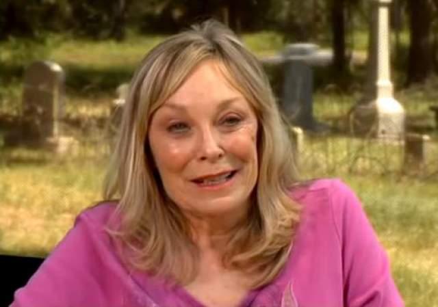 """Спустя некоторое время Бернс снялась в телефильме, повязанном убийце Чарльзу Мэнсона, а также исполнила эпизодические роли в продолжениях """"Техасской резни бензопилой"""", вышедших в 1994 и 2013 годах. В августе 2014 в возрасте 65 лет Бернс была найдена мертвой в своем доме. Причины ее смерти до сих пор не выяснены."""