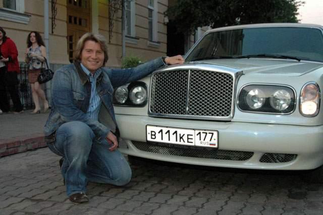 Николай Басков. Любитель шика владеет автомобилем Bentley Limousine.