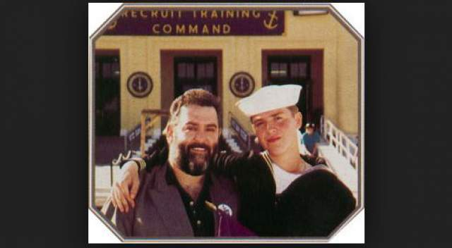 """С коллективом Шуфутинский выступал в голливудском ресторане """"Арбат"""" и довольно быстро заработал в Америке оглушительную популярность, причем не только среди эмигрантов."""