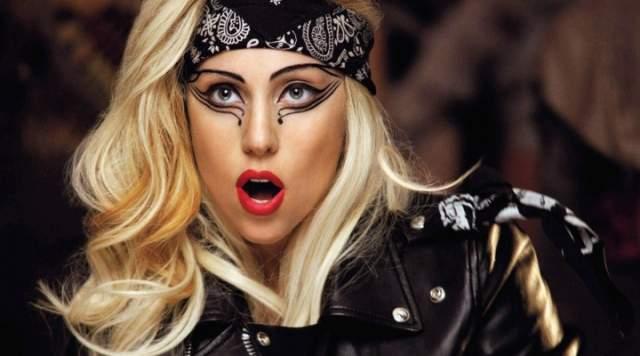 """Отец давал будущей Леди Гаге деньги, чтобы ее мечта осуществилась. Но поставил условие: если за этот год девушка ничего не добьется, то вернется в колледж. И Стефани уложилась в сроки, начав записываться под псевдонимом Lady GaGa (от песни Queen """"Radio Ga Ga"""")."""