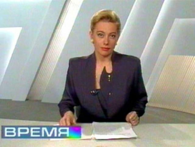 """Арина Шарапова начинала в качестве ведущей программы """"Вести"""" на втором канале, а с 1996 по 1998 стала ведущей информационной программы """"Время"""" (ОРТ)."""