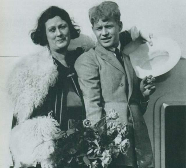 После этого супруги отправились в длительное путешествие, полное страсти и конфликтов. В 1923 году, через год, они вернулись в Москву, а через месяц Айседора уехала уже одна.