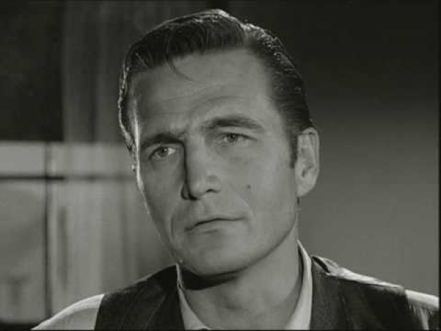 Эрик Флеминг. Снимаясь в телевизионном фильме о джунглях в 1966 году, актер плыл в каноэ с коллегой – Нико Минардос.