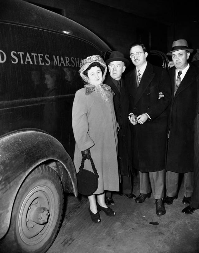 Один из свидетелей показал, что Джулиус Розенберг пытался выяснить у него, дает ли ему работа в министерстве военно-морского флота в Вашингтоне возможность доступа к атомным секретам.