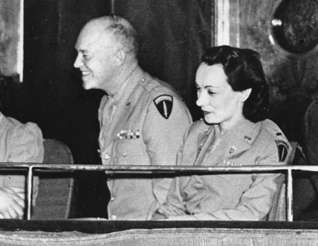 Дуайт Эйзенхауэр - Кей Саммерсби. Президент США и боевой генерал имел роман со своим шофером Кей Саммерсби.