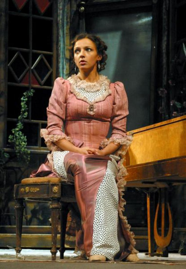 Актриса снова вышла на работу в Малый театр и теперь опять принимает активное участие в творческом процессе.