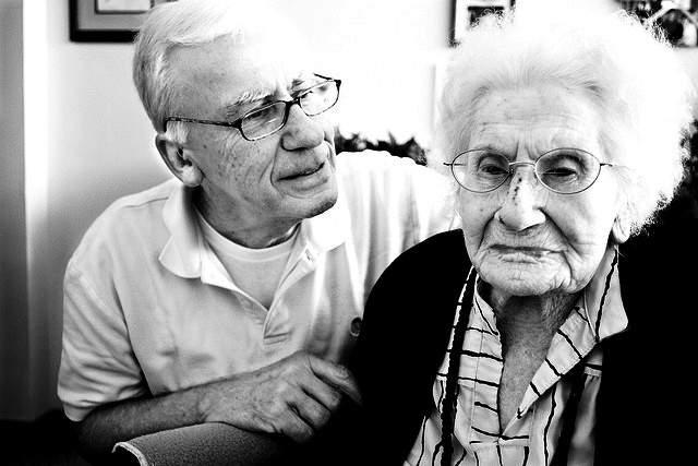 Когда-то Купер была школьной учительницей, а когда в возрасте 68 лет умер муж, она перебралась на семейную ферму. В 105 лет она переехала в дом престарелых. На момент смерти у Бесси было 4 детей, 12 внуков, 15 правнуков и 1 праправнук.