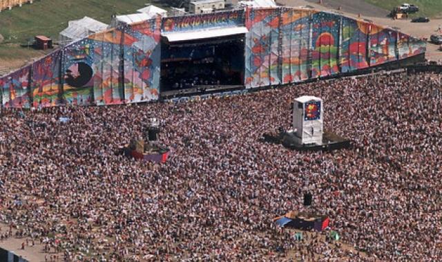 Вудсток , 22-25 июля 1999 года. Это была вторая попытка воскресить легендарный фестиваль. На этот раз около 200 тысяч зрителей собрали в городе Рим, штат Нью-Йорк.