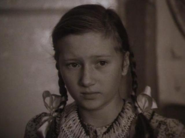 После школы Наташа поступила в ЛГИТМиК, на курс Куницына. Однако, проучившись год, поняла, что актриса - не ее призвание.