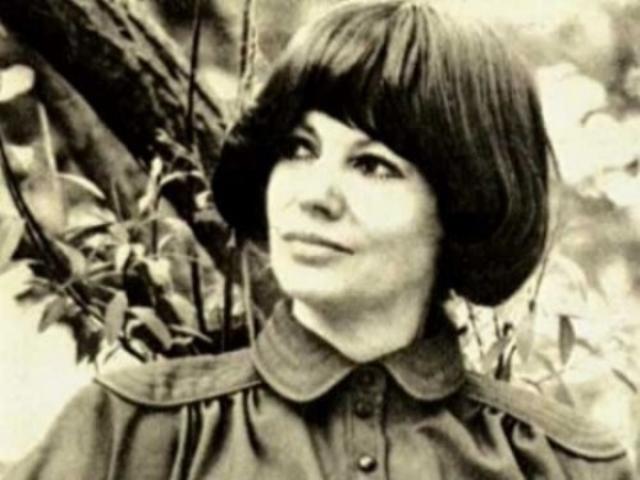 """В итоге после допросов Збарская попыталась покончить с собой и вновь угодила в клинику, где ее """"лечили"""" электрошоком и сильными препаратами."""