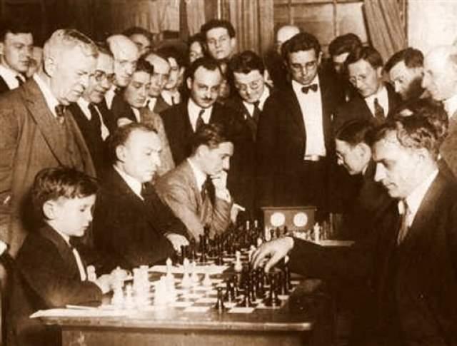 Однако в тринадцатилетнем возрасте шахматный вундеркинд вынужден был превратить многообещающую карьеру. Из-за постоянных гастролей он не учился в школе, и из-за этого у его родителей возникли проблемы с законом. На протяжении следующих семи лет юноша практически не выступал на турнирах, занимался образованием.