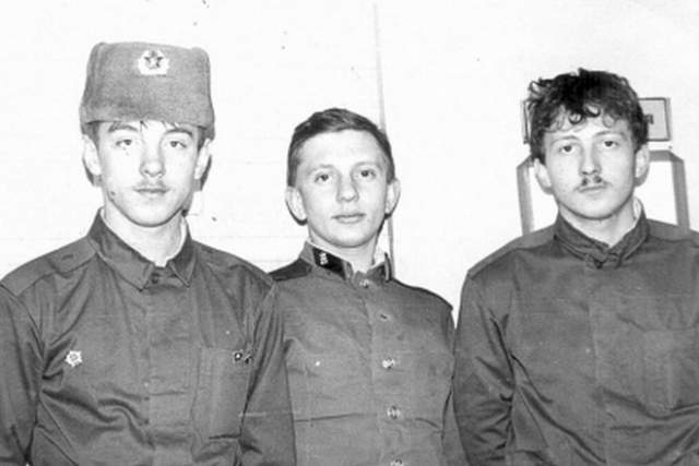 Отчего-то после этого фильма Алексей шесть месяцев не получал приглашений в кино, сильно расстроился и решил уйти в армию. Как только он начал службу - пошли приглашения, но ответить на них Фомкин уже не мог. Так и закончилась его карьера.