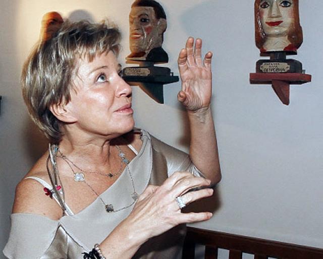 Оксана Ярмольник стала известным театральным художником. Судя по тому, что до сих пор делает кукол, в душе она так и осталась ребенком. Высоцкого Оксана вспоминает с любовью и нежностью.