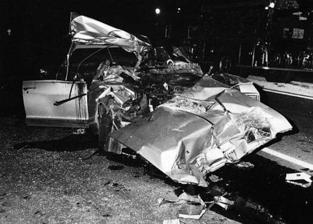 29 июня приблизительно в 2:25 их автомобиль столкнулся с автопоездом и залетел под него. Трое взрослых, сидевших на переднем сиденье, погибли мгновенно...