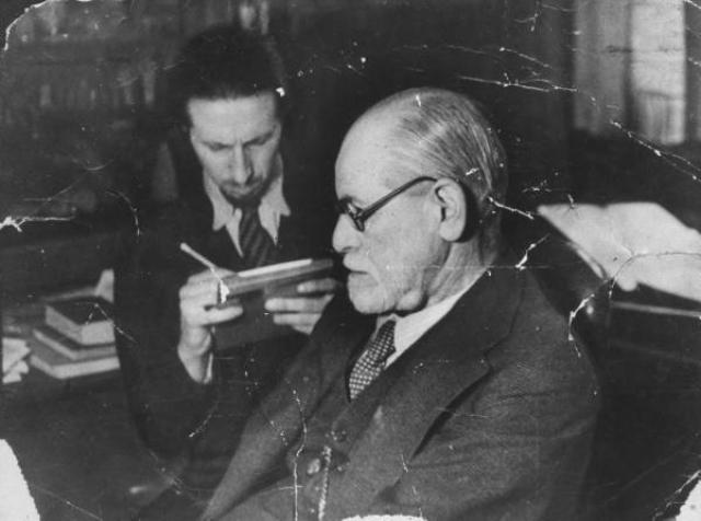 Зигмунд Фрейд. Психоаналитик, заболевший раком, заключил договор с личным врачом, что как только его боли станут нестерпимыми, тот даст ему смертельную дозу морфия. Врач сделал смертельную инъекцию.