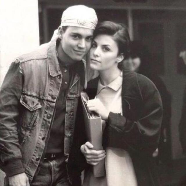 Уже в 1985-м Джонни увлекся 20-летней красоткой Шерилин Фен н, с которой познакомился на съемках.