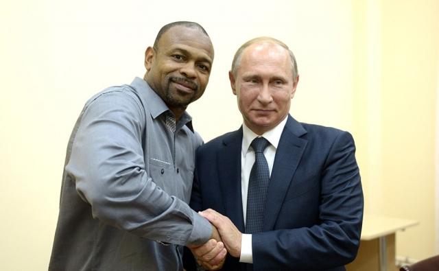 """Сейчас у Джонса двойное гражданство, но, по его словам, он считает себя русским, говорит: """"Крым – наш"""", а также собирается открыть спортивный зал в Москве. Ему также нравится и российский президент: """"Хороший, отличный парень""""."""