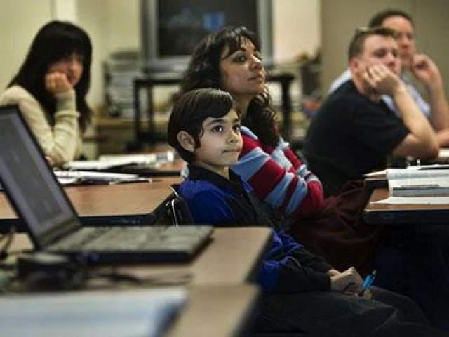 Таниш Мэттью Авраам Таниш в возрасте 4-х лет вступил в Менса и оказался одним из самых молодых членов этой организации (Менса - это самая известная и крупная организация в мире для людей с высоким коэффициентом интеллекта). Мальчик показал высочайший результат (99,9%) при прохождении теста для вступления в Менса. Гениальность этого ребенка начала проявляться еще в 4-х месячном возрасте, когда он, просматривая детские книги, отвечал на вопросы по ее содержанию.