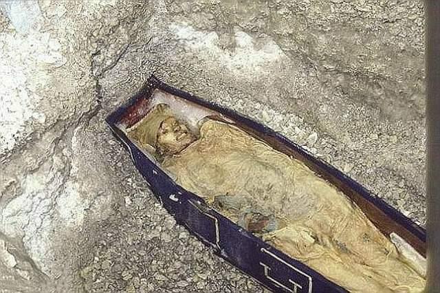 Остатки экспедиции были найдены лишь спустя 20 лет. Все найденные умерли от цинги, голода и отравления свинцом из консервов.
