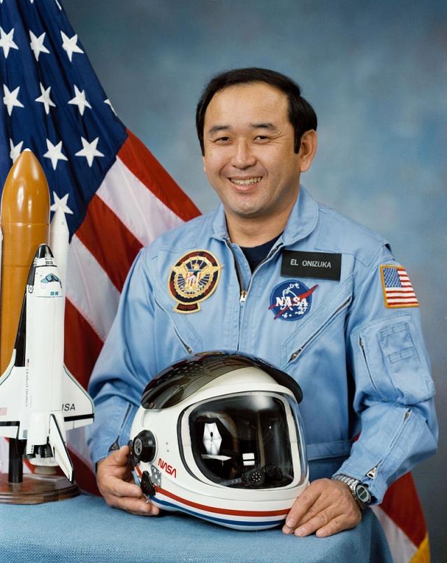 Научный специалист - 39-летний Эллисон С. Онидзука . Летчик-испытатель, подполковник ВВС США, астронавт NASA. Провел в космосе 3 дня 1 час 33 минуты. Для него это был второй полет в космос.