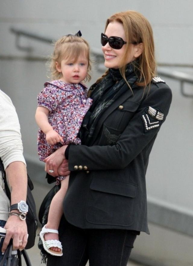Но когда знаменитости захотели еще одного ребенка, пришлось обратиться к помощи суррогатной матери. Так в 2010 году на свет появилась их вторая дочь - Фэйт Маргарет.