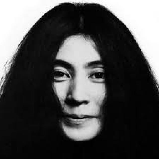 Йоко-Оно. Вдова Джона Леннона очень любила свою русскую тетю Анну. В 1914 году Анна Бубнова, сестра известной в то время художницы Варвары Бубновой, познакомилась с вольнослушателем Петроградского университета японцем Сюнъити Оно, стала его женой и уехала на его родину, в Токио.