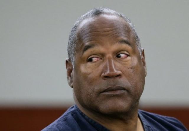О. Джей Симпсон не смог избежать правосудия, когда его поймали крадущим тюк спортивных товаров.