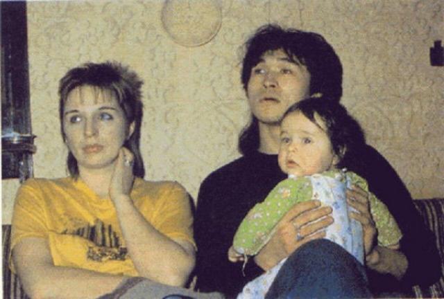 Виктор Цой. Марианна Родованская - жена легенды русского рока. Виктор Цой и Марьяна разошлись в 1987 году, он ушел к Наталье Разлоговой, переехав в Москву. Однако брак официально они не расторгали. Женщина умерла 27 июня 2005.