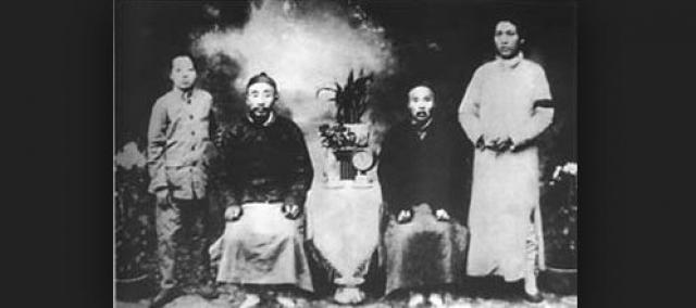 Родители будущего лидера были безграмотными. Отец Мао учился в школе только два года, а мать не училась и вовсе.