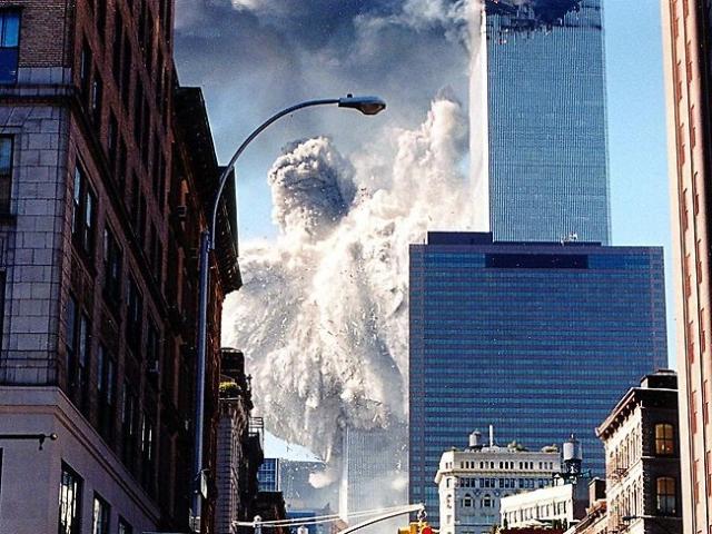 Жертвами стали 1366 человек, находившихся на верхних этажах северной башни ВТЦ, многие из которых погибли в момент столкновения самолета с башней.