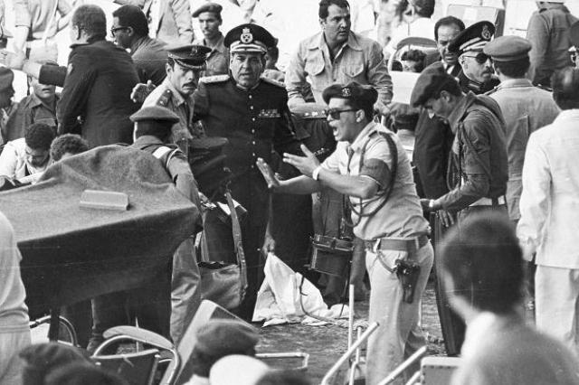 """Считается, что заказчиком преступления была экстремистская группировка """"Мусульманское братство"""", которая хотела сорвать процесс мирных переговоров Египта и Израиля, затеянный Садатом."""
