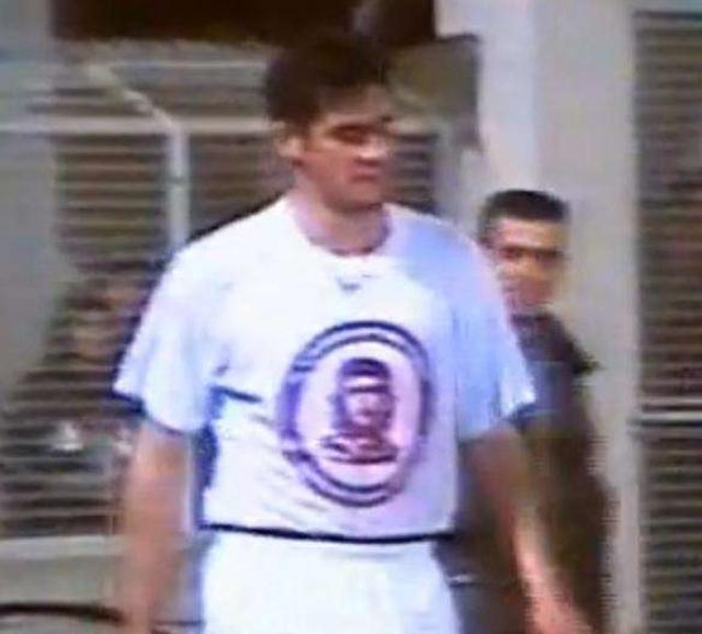 Еще одно ну очень провокационное празднование с гардеробом родом с Апеннин. Кристиано Лукарелли сначала шокировал общественность продемонстрировав футболку с Че Геварой.