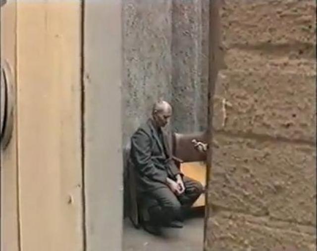 И после этого убийца продолжал сопротивляться правосудию, не веря вердикту. Каждый день в камере-одиночке, где он содержался, Чикатило начинал с зарядки, читал.