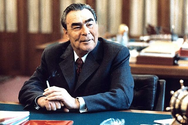 В последние годы Брежнев радовался наградам как ребенок.