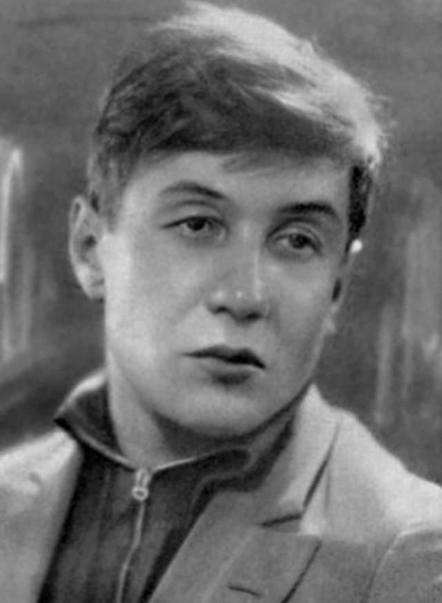 """В середине 1930-х годов в жизни Корнилова наступил явственный кризис, он злоупотреблял спиртным, за """"антиобщественные поступки"""" неоднократно подвергался критике в газетах. В октябре 1936 года был исключен из Союза советских писателей. 19 марта 1937 года Корнилова арестовали в Ленинграде"""