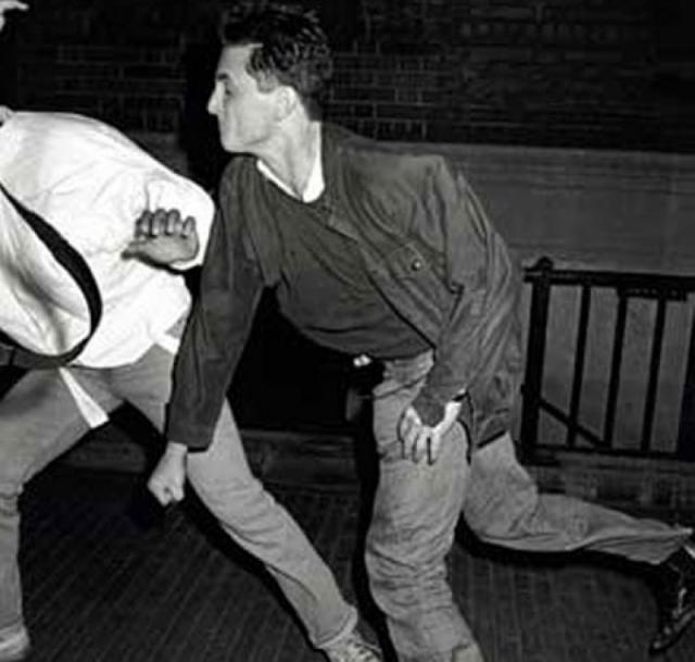 Драки страстных супругов заходили все дальше: в июне 1987 года Мадонна была вынуждена сделать рентген головы в госпитале в Беверли Хиллс, поскольку в то утро Шон Пенн бил ее по голове бейсбольной битой.
