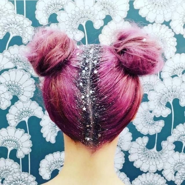 5.Блёстки на корнях волос