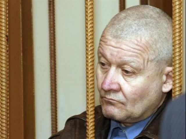 В 2005 году Ткач расправился с последней жертвой - девятилетней девочкой Катей, после чего его задержали. До этого 14 человек уже были невинно осуждены за совершенные им преступления.